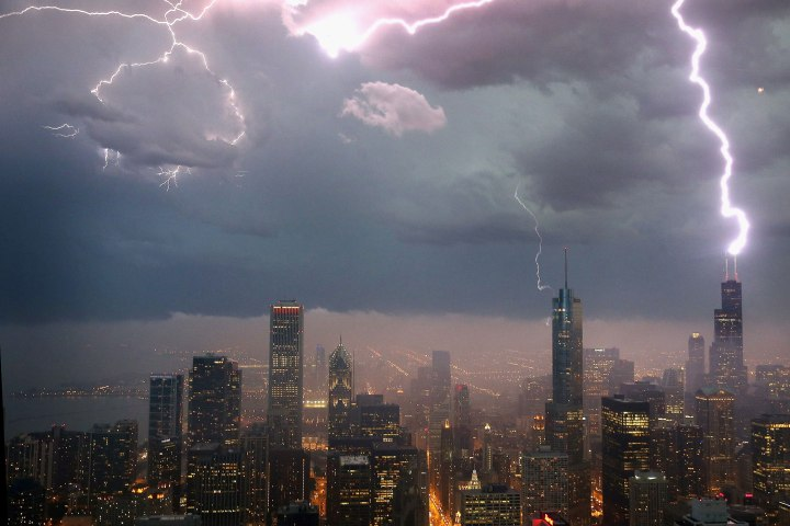 BESTPIX -  Severe Storms Pass Through Chicago