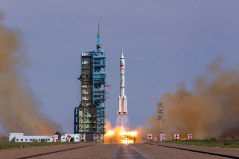 The Long March-2F rocket carrying China's manned Shenzhou-10 spacecraft blasts off from launch pad at Jiuquan Satellite Launch Center on June 11, 2013 in Jiuquan, Gansu Province of China.