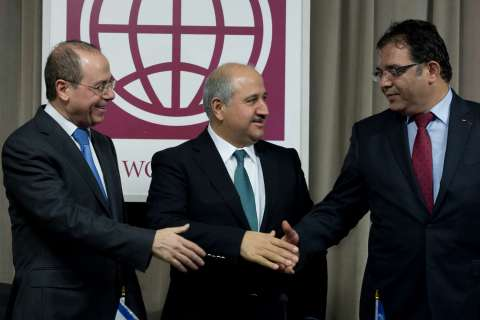 13-10-12-mideast-water-deal