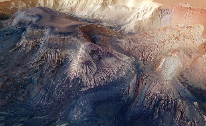 hebA flat-topped mesa is located in the centre of Hebes Chasma on Mars and rises to a similar height as the surrounding plains.es_chasma_landslides