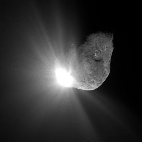 Tempel 1, Deep Impact, July 2005.