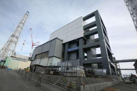 140225-fukushima-nuclear-plant